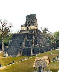 800px-Tikal-Plaza-Mayor-Panorama
